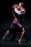 Молодые танцы пар Стоковые Изображения RF
