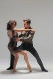Молодые танцы пар Стоковая Фотография