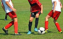 Молодые футболисты в действии Стоковое фото RF
