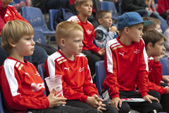 Молодые футбольные болельщики стоковая фотография rf