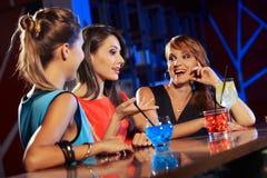 Молодые люди в ночном клубе Стоковое Изображение RF