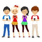 Молодые люди используя мобильные телефоны иллюстрация вектора