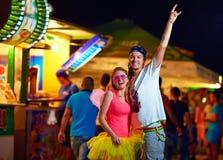 Молодые люди на музыкальном фестивале. молодежная культура Стоковые Изображения