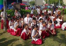 Молодые люди оркестра для музыки традиционного китайския Стоковые Изображения