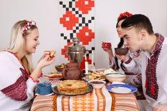 Молодые люди празднует Shrovetide стоковое фото rf