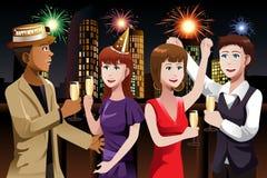 Молодые люди празднуя Новый Год Стоковое Изображение RF