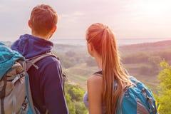 Молодые люди путешествовать Стоковое Фото