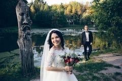 Молодые bridal пары стоковые изображения