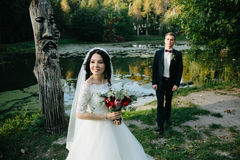 Молодые bridal пары стоковая фотография