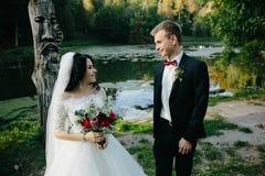 Молодые bridal пары стоковые фото