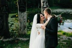 Молодые bridal пары стоковое изображение rf