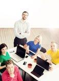 Молодые startupers имеют встречу с боссом Стоковые Изображения RF