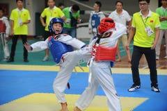 2 молодых бойца--Конкуренция Тхэквондо седьмой чашки GoldenTeam дружелюбная Стоковые Изображения