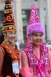 2 молодых женщины казаха в традиционных одеждах Стоковые Изображения RF