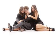 2 молодых привлекательных женщины целуя человека Стоковые Изображения