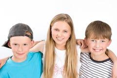 3 молодых друз на белой предпосылке Стоковое Изображение