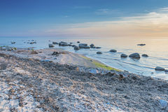 Молчаливый пляж Балтийского моря на заходе солнца Стоковые Изображения