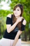 Моды красивый молодой женщины портрет outdoors Стоковые Изображения