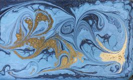 Мраморная абстрактная акриловая предпосылка Текстура художественного произведения природы голубая мраморизуя золото яркия блеска Стоковая Фотография