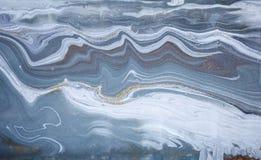 Мраморная абстрактная акриловая предпосылка Текстура художественного произведения природы голубая мраморизуя золото яркия блеска Стоковые Фотографии RF