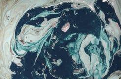 Мраморная абстрактная предпосылка с золотым порошком зеленый цвет выходит текстура картины природы Стоковое Изображение RF