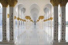 Мраморная колоннада в шейхе Zayed Мечети Стоковые Фотографии RF