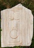 Мраморная плита с старыми христианскими символами в древнем городе Hierapolis Стоковое Изображение RF