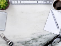 Мраморная поверхность настольного компьютера с границей круга objec работы дела Стоковая Фотография