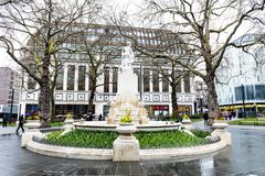 Мраморная статуя Уильям Шекспир на саде квадрата Лестера в Лондоне, Великобритании Стоковые Фото
