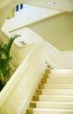 мраморные лестницы белые стоковые изображения