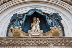 Мраморные статуи на фасаде собора Orvieto Стоковое фото RF