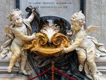 Мраморные херувимы, собор St Peters, Рим Стоковое Изображение RF