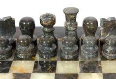 Мраморные Chessmen на доске Стоковые Изображения