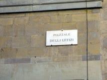 Мраморный знак имени улицы, degli Uffizi Piazzale, Флоренс, Италия стоковое фото