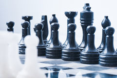 Мраморный комплект шахмат на шахматной доске Стоковое фото RF