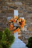 Мраморный крест в кладбище Стоковые Изображения