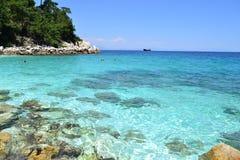 Мраморный пляж - скалистый берег 2 Стоковые Изображения