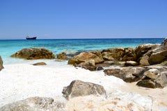 Мраморный пляж - скалистый берег 5 Стоковые Изображения RF