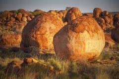 Мраморы дьяволов (Karlu Karlu), северные территории, Австралия Стоковые Изображения RF