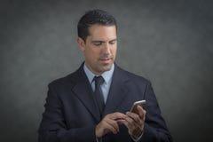 Мужская латынь звоня телефонный звонок Стоковая Фотография