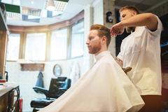 Мужская получая обработка усика бороды волос Стоковые Изображения RF