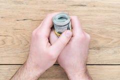 Мужская рука держа доллары Стоковое Изображение