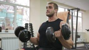 Мужская рука тренировки культуриста Стоковая Фотография RF