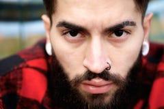 Мужская фотомодель с прошивками Стоковое Фото