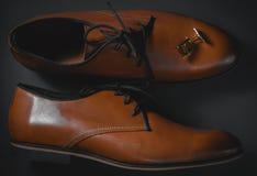 мужские ботинки и тумак стоковые фото