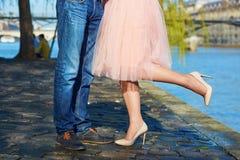 Мужские и женские ноги во время даты Стоковые Изображения RF