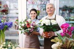 Мужские и женские флористы Стоковые Фото