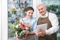 Мужские и женские флористы Стоковое Изображение RF