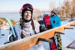 Мужские и женские snowboarders Стоковые Фотографии RF