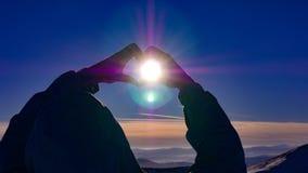 Мужские руки в форме сердца Стоковая Фотография